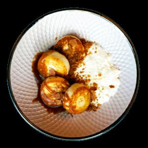 Чізікей та Макарон - Сирники зі сметанною піною та соленою карамеллю