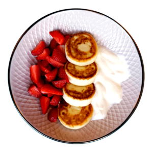Чізікей та Макарон - Сирники з йогуртом та ягодами
